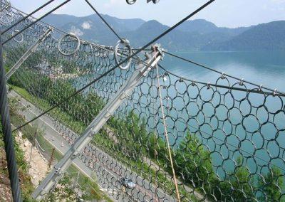 Steinschlagverbauung System Geobrugg mit Ringnetzen